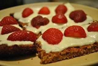 Разточително вкусни здравословни крекери, с крема сирене и ягоди