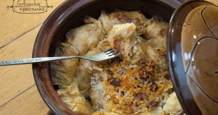 Сарми с кисело зеле и свинско месо в гювеч