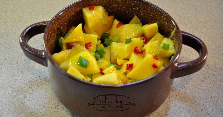 Салата от манго с чили чушки