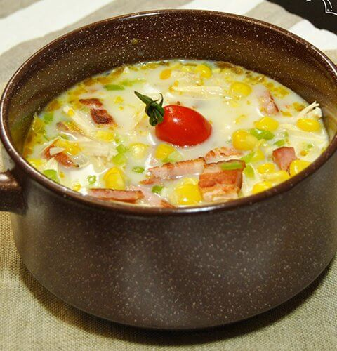 бяла пилешка супа с царевица и бекон
