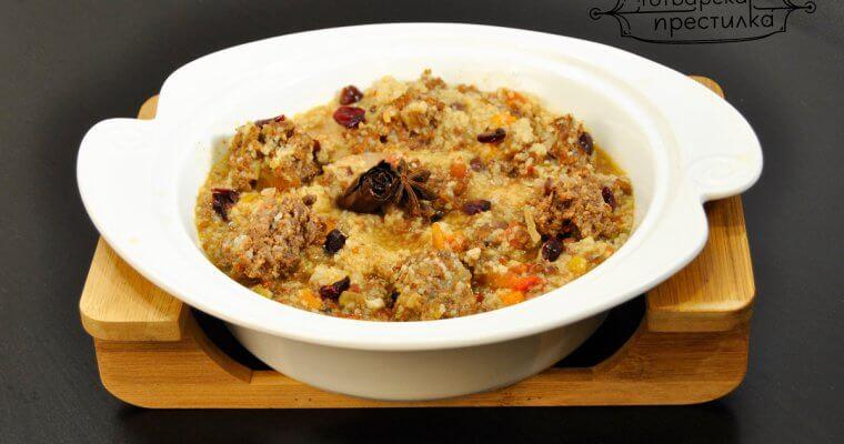 Гъста мароканска яхния с телешки кюфтенца със сушени боровинки