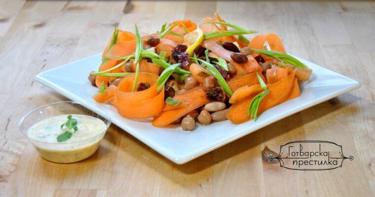 Салата от нахут, боб моркови и сушени домати
