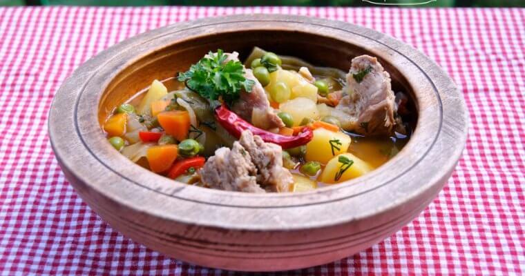 Пролетна яхния със свинско месо и зелен фасул