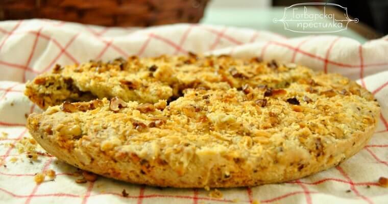 хляб със синьо сирене и орехи