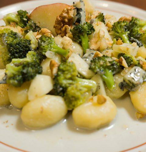 ньоки със синьо сирене и броколи