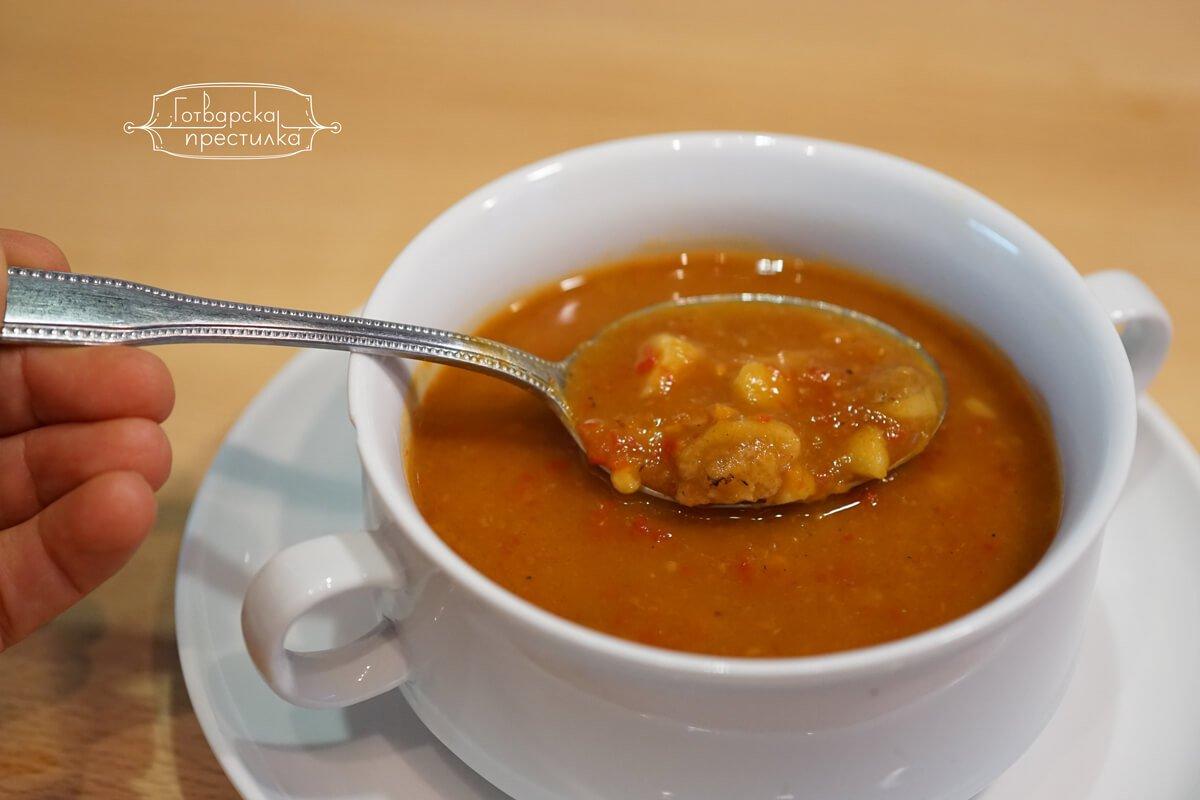 Супа от кестени, тиква и печени чушки