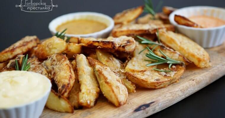Печени хрупкави картофи с три вида дип