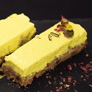 Суров веган десерт с лимонов крем