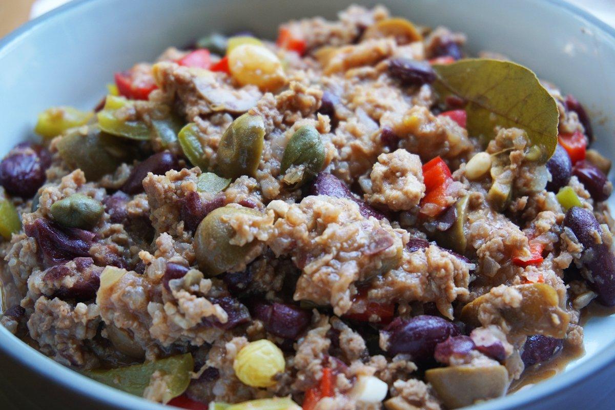 Пикадийо ( Picadillo) – популярно латино ястие