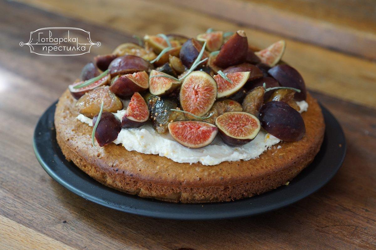 кекс със свежи смокини и розмарин
