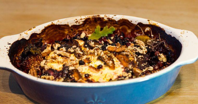 Печена фета със смокини и боровинки