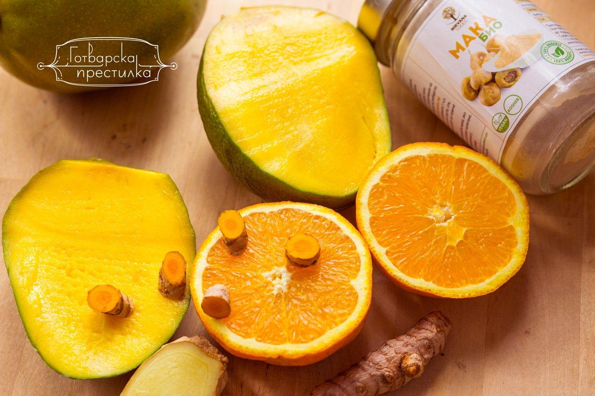 ярко оранжево смути с куркума и манго