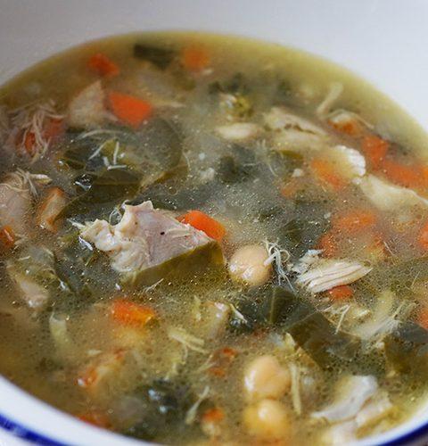 пилешка супа със спанак и нахут