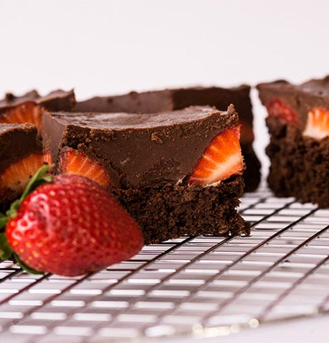 ягодово брауни с шоколадов топинг за шокохолици