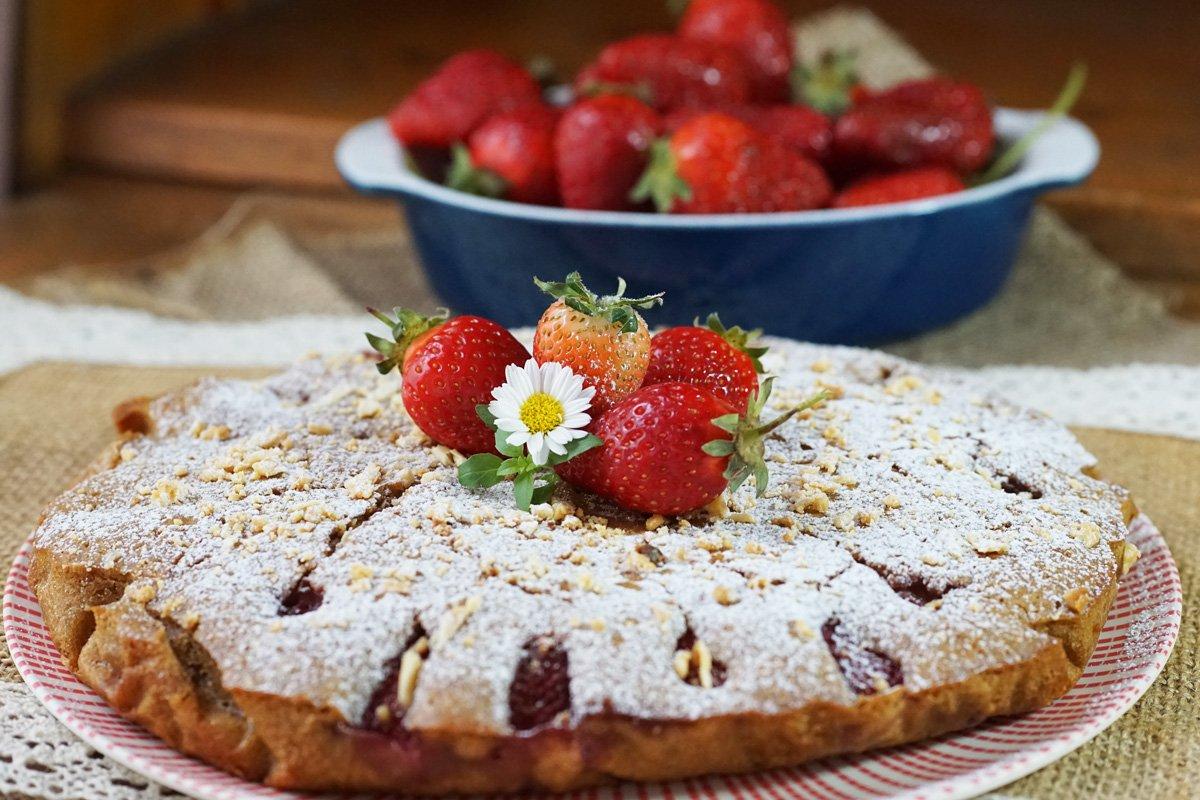 Гръцки сладкиш с ягоди и локум от рози